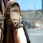 Girl_wearing_Sperrys